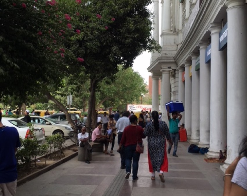 <p>SHOW ROOM OUTER CIRCLE CONNAUGHT PLACE</p>